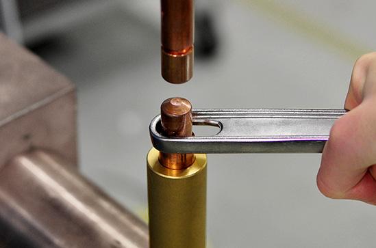 Elektróda sapka megemelése CRT-HD kulcs segítségével