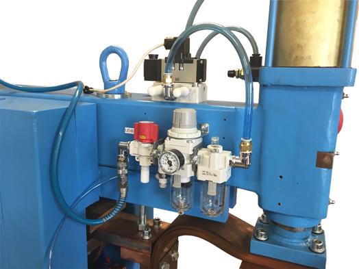 Vymenené pneumatické komponenty (jednotka na úpravu vzduchu a ventil)